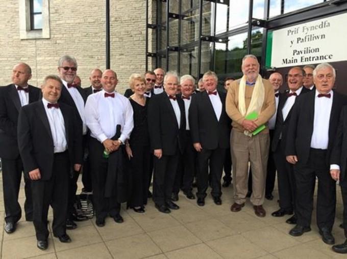 The choir meets Terry Waite at Llangollen Eisteddfod